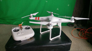 DJI phantom 2 (not working properly) Comes with 2 batteries