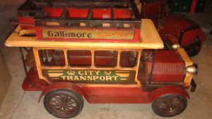 Antique looking model Bus and fire truck.