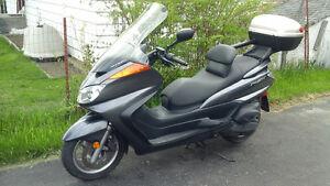 2005 Yamaha Majesty Step-through Motorcycle