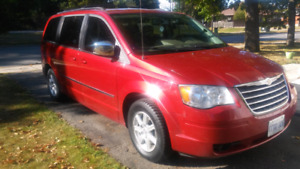 EXCELLENT 2010 CHRYSLER TOWN AND COUNTRY VAN