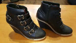 Got Soul Buckle Wedges Size 6 (Brand New)
