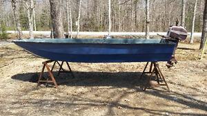 12ft FIBERGLASS TRI HULL BOAT W/5.5HP JOHNSON SEAHORSE