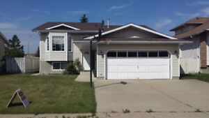 large 5 bdrm Bi Level in Mill Woods perfect for large family