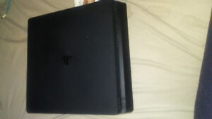 Ps4 mint condition comes with 3 games and the controller.