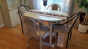 Dining room set with hutch Kitchener / Waterloo Kitchener Area image 2