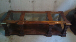 Coffee table with matching end table London Ontario image 2
