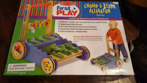 BRAND NEW Melissa and Doug Chomp and Clank Alligator Walker