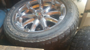 20in  wheels fits ford F150 with same bolt spacing.