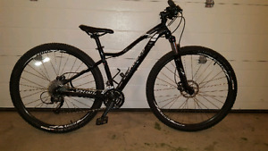 Specialized Women's mountain bike with 29 inch wheels