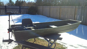 Great 12' Princecraft Jon boat for sale!