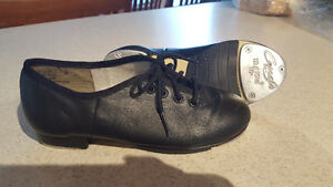 Size 13 wide Leather Step/Tap Dancing Shoes