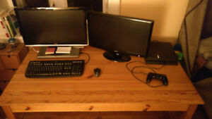 Huge Desk. Great for Studying, Working, Gaming!! Perfect Desk