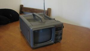 VINTAGE BENTLEY PORTABLE TV.
