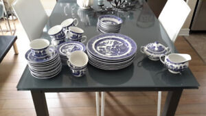 Blue Willow 8 pc dining set