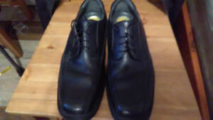 used  ( dockers ) dress shoes