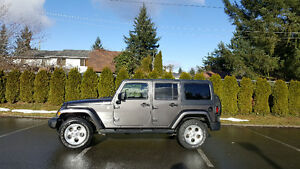 2014 JEEP WRANGLER UNLIMITED SAHARA 4X4 * VERY LOW KMS