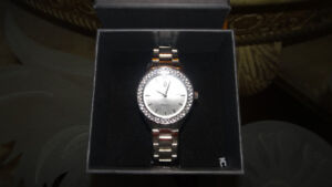 NIC AND SYD QUARTZ WATCH WITH SWAROVSKI CRYSTALS NEW IN BOX