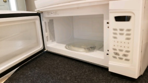 Amana 30-in 1.6 cubic ft White Over-The-Range Microwave