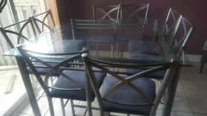 Table/pub set with 8 chairs