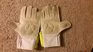 Soccer goalie cloves large size and shin pads
