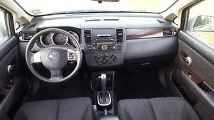 2011 Nissan Versa SL Hatchback Windsor Region Ontario image 9