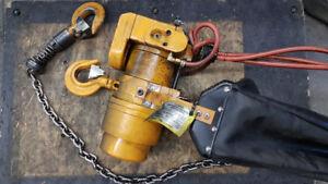 1 Tonne Air chain hoist