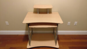 *NEW* Desk with Drawer in Excellent State!