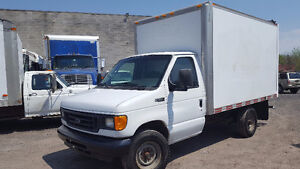 2006 Ford E-350 cube 12 pied 4 roues