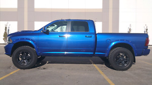 2015 Dodge Ram 1500 Hemi Fully Loaded Sport Crew cab Lifted