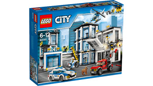 Lego Police Station (60141) - 894 Pieces