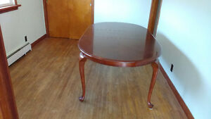 Nice Large Oval Dining Table w Leaf Curved Legs