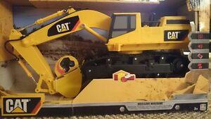 CAT Massive Machine Excavatrice