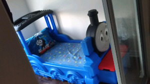 Thomas the Train Toddler bed - like new!