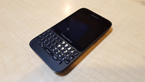 Blackberry Q5 - Physical keyboard! Amazing condition!