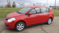 10 Versa - 4dr - 6spd manual - LOADED - MAGS - ONLY 52,000KMS