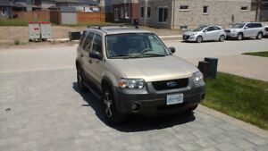 2007 FORD ESCAPE XLT LEATHER SEATS,BEAUTIFUL RIMS ,AIR CONDITION