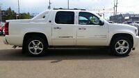 2013 CHEVROLET AVALANCHE LTZ NAV / SUNROOF-BLK DIAMOND EDITION!