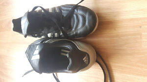 Mens  Adidas Size 9 Soccer cleats .