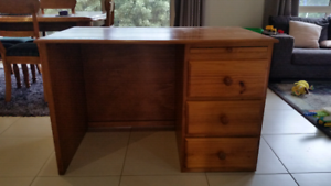 Pine desk in good condition