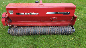 Like New - Seeder - Excellent Condition London Ontario image 3