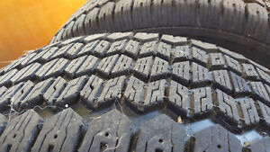 255 70R16 winter tyres Uniroyal Tiger Paw on Rims West Island Greater Montréal image 3