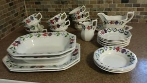 Adams vintage Old Colonial china (several pieces)