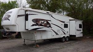5Th wheel Montana 34ft IMMACULATE!