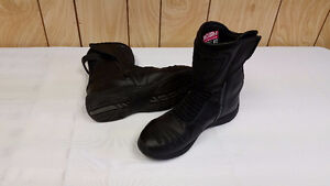 Reign Icon Boots Ladies Size 9     $80.00
