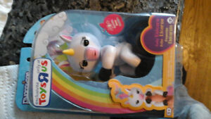Fingerling Baby Unicorn Authentic Toysrus exclusive new in box