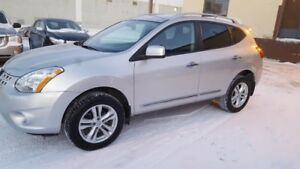 2013 Nissan Rogue SV , remoter start,blue tooth,ready to go