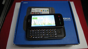 Nokia C6-01 cellphone with Rogers/ChatR/Fido
