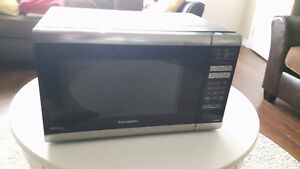 Panasonic Black 1.2 Cu. Ft Microwave Oven with Inverter Tech...