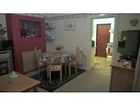 Very large double room with Ensuite, car park, garden, walking distance all commodities