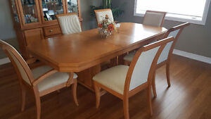 Dining Set-Table, 6 chairs & Cabinet